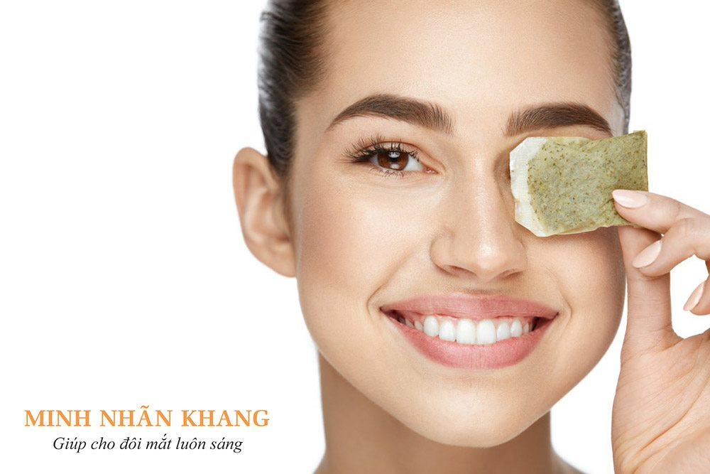 Đắp túi trà xanh là cách chữa khô mắt bằng đông y đơn giản tại nhà